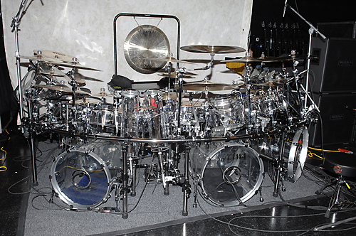 http://www.musicplayers.com/features/drums/2007/images/Portnoy_Kit_front.jpg